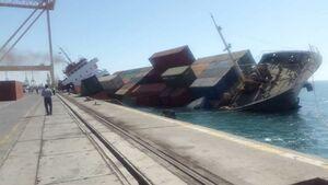 عکس/ غرقشدن کشتی باری در بندر شهید رجایی