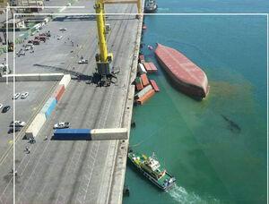 عکس هوایی از کشتی غرق شده در بندر شهید رجایی