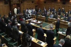 فیلم/ آغاز جلسه پارلمان نیوزیلند با تلاوت قرآن