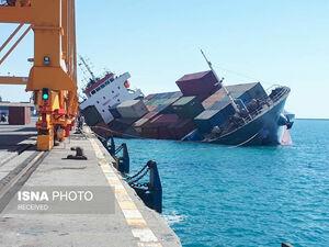 تصاویر جدید از واژگونی یک کشتی در بندر شهید رجایی