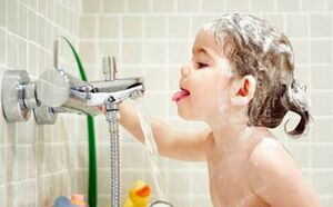 چرا نباید بعد از حمام آب بنوشید؟