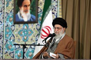 رهبر انقلاب در حرم رضوی و سخنرانی در جمع مردم