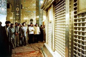 عکس/ آیتالله خامنهای در حرم حضرت زینب(س)