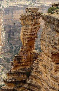 نمایی زیبا از صخرههای حیرتانگیز کوهدشت (دره شیرز) حاصل میلیونها سال فرسایش زمین