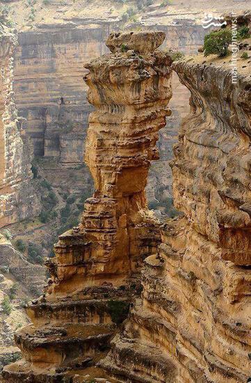 عکس/ صخرهای حیرتانگیز در لرستان