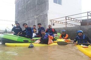 عکس/ فدراسیون قایقرانی در خدمت سیلزدگان
