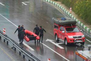 امدادرسانی و نجات خودروهای گرفتار در سیل شیراز