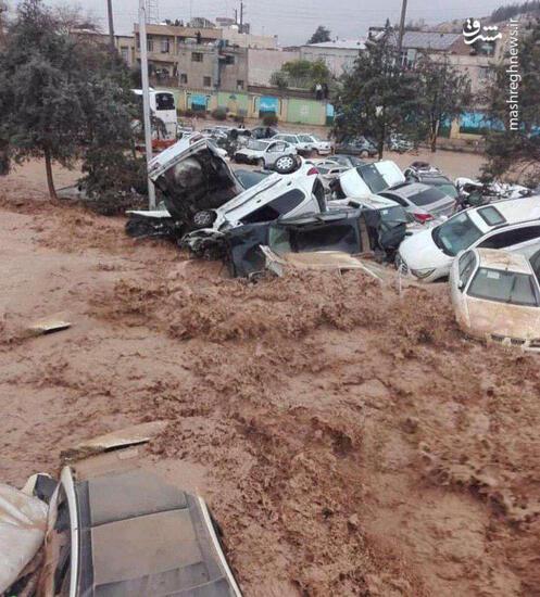 عکس/ گرفتار شدن ۲۰۰ خودرو در سیل شیراز