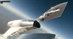 آیا هواپیمای در حال پرواز از فضا دیده میشود؟ +عکس