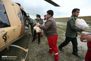 عکس/ تلاش برای امدادرسانی به اهالی گمیشان