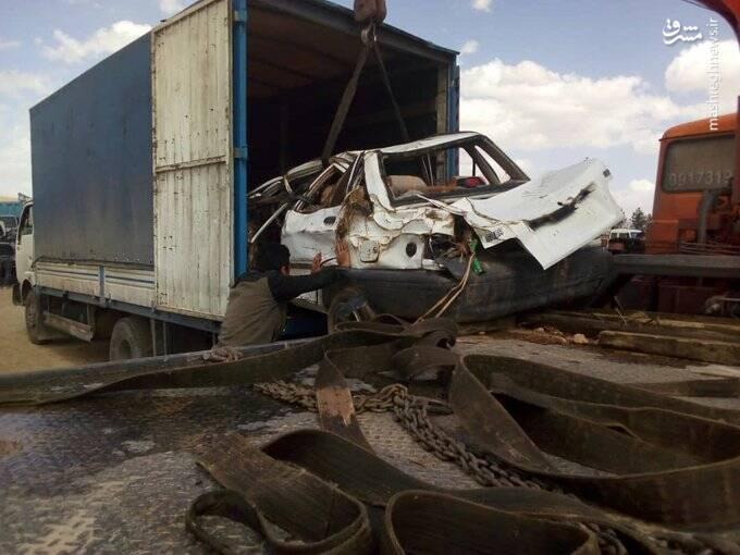 سپاه با خودروهای آسیب دیده سیل شیراز چه کار کرد؟ +عکس