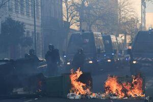 فیلم/ حمله پلیس فرانسه به مردم با گاز اشکآور