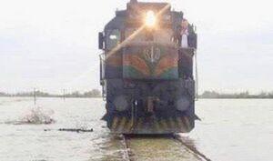 فیلم/ توقف حرکت قطارها توسط سیل