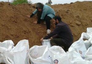 آتش به اختیار خانم خبرنگار در سیل خوزستان +عکس