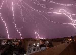 عکس/ رعد و برق در خیابان پیروزی تهران