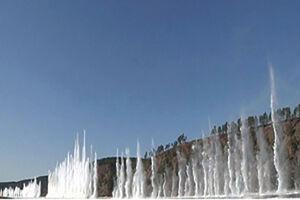 فیلم/ انفجارهای پیدرپی در رودخانه یخی
