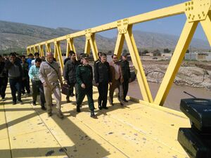 عکس/ حضور سردار حاجیزاده در میان سیلزدگان ایلامی