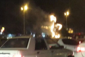 فیلم/ آتش گرفتن نماد جدید طاووس در شیراز