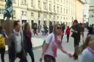 فیلم/ پیاده روی عجیب و غریب در مجارستان!