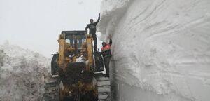 عکس/ ارتفاع شگفتانگیز برف در گردنه کِلوسه فریدونشهر
