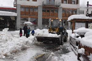 فیلم/ دردسرهای برف بهاری در سوئیس