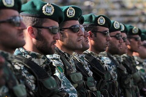 فیلم/ هنرنمایی کلاه سبزها در حضور فرمانده