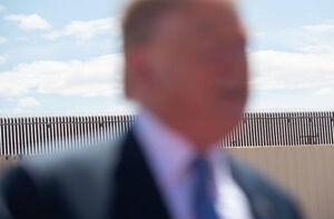 عکس/ بازدید ترامپ از دیوار مرزی آمریکا و مکزیک