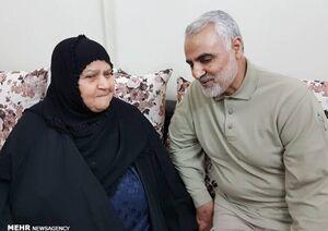 عکس/ اشکهای مادر سرلشکر هاشمی در استقبال از حاج قاسم