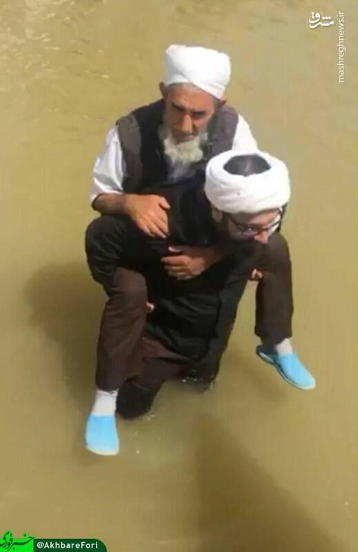 عکس/ صحنه ای زیبا از کمک یک روحانی شیعه به روحانی اهل سنت