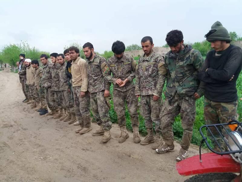 نیروهای ارتش افغانستان که به اسارت طالبان درآمدند