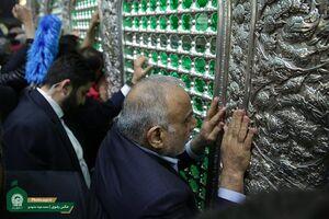 فیلم/ تشرف نخست وزیر عراق به حرم مطهر رضوی