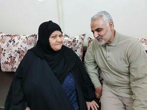 عکس/ دیدار حاج قاسم با یک مادر شهید اهوازی