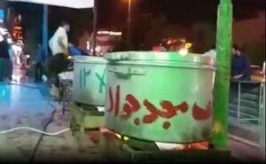 فیلم/ طبخ غذا در مساجد اهواز برای سیلزدگان