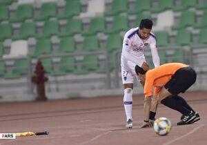 عکس/ لحظه برخورد بازیکن الهلال با کمک داور