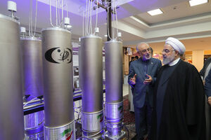 عکس/ بازدید روحانی از نمایشگاه دستاوردهای هستهای