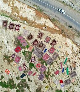 تصویری زیبا از شستشوی فرشهای سیل زدگان در واشیان پلدختر