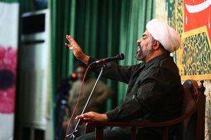 عکس/ سخنرانی واعظ معروف تهران با لباس سپاه