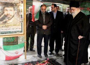 رهبر انقلاب بر سر مزار شهید صیاد شیرازی