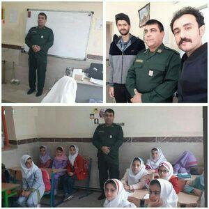 عکس/ حضور معلم با لباس پاسداری در کلاس درس