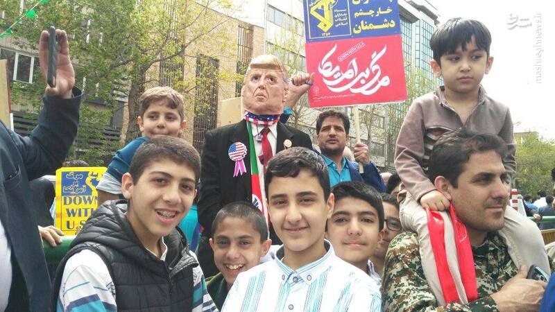 حضور دانش آموزان در نماز جمعه و راهپیمایی