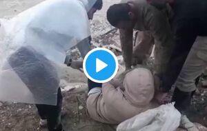 عبور خطرناک خانم دکتر از رودخانه برای کمک رسانی +فیلم