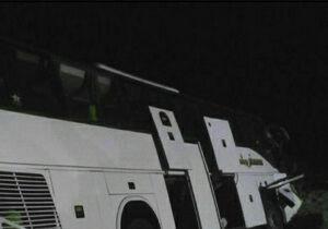 واژگونی اتوبوس مسافربری در جاده اصفهان