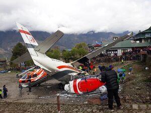 عکس/ برخورد مرگبار یک هواپیما با بالگرد در نپال