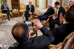 اقدام عجیب دیپلمات ایرانی در جلسه رسمی+عکس,