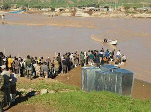 صف نیروهای بسیجی برای امداد رسانی به یک روستا +عکس