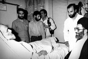 عیادت رهبر انقلاب از قربانی عملیات منافقین +عکس