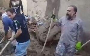 فیلم/ کمک به سیل زدگان با نوای مداح معروف