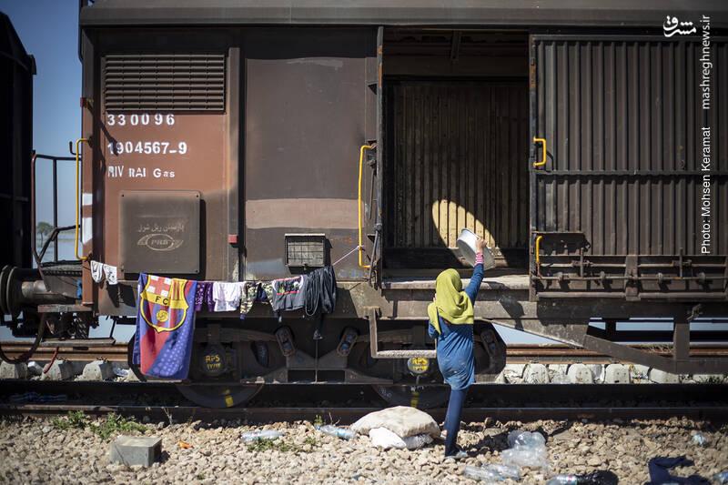 زندگی سیل زدگان در قطار ...