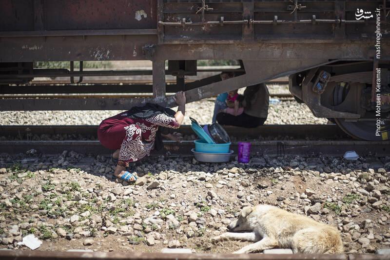 زندگی سیل زدگان در قطار...