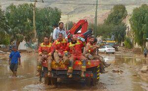حضور آتش نشانان داوطلب در مناطق سیل زده